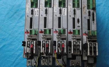 紧凑的堆叠板可在24伏或48伏电压下输出高达1000W的功率