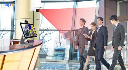 大屏幕动态测温终端提高公共场所检测效率