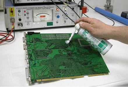 电路板清洗方法及喷涂绝缘漆电路板维修